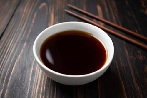 Perbedaan jenis kecap manis dan kecap lainnya via freepik ala tim duniamasak.com