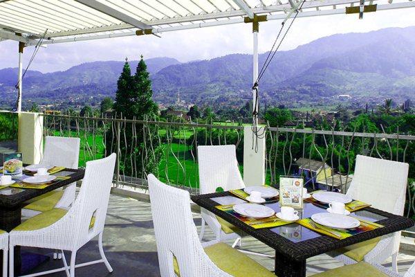 Restoran di Puncak via royalsafarigarden.com ala tim duniamasak.com
