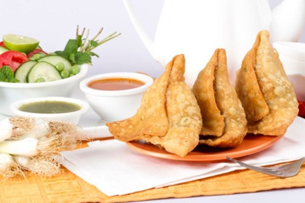 Makanan Khas Arab Samosa via freepik.com ala tim duniamasak.com