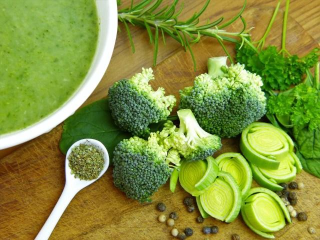 Mencuci brokoli via pixabay.com
