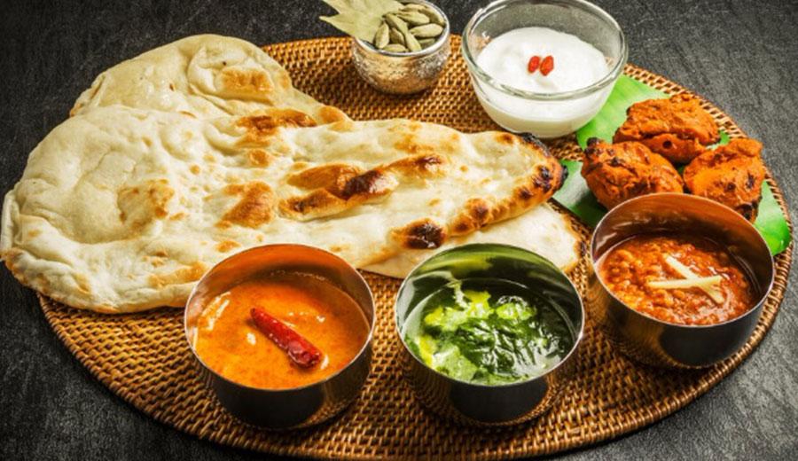 Tata Cara Makan Rakyat India via traveltriangle.com versi tim Duniamasak