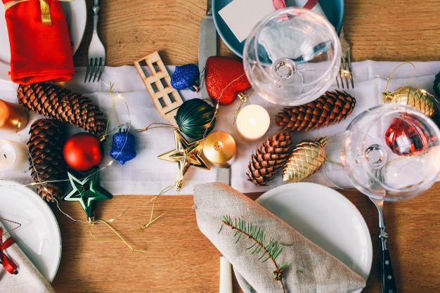 Tips menata meja makan dekorasi via freepik ala duniamasak