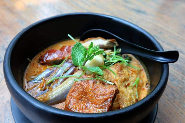 Roasted Duck Laksa via dok. DuniaMasak.com