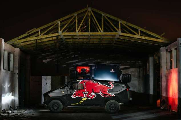red-bull-land-rover-stealth-12042015 (8)