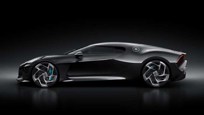 Bugatti La Voiture Noire brakes are hidden behind the gorgeous wheels