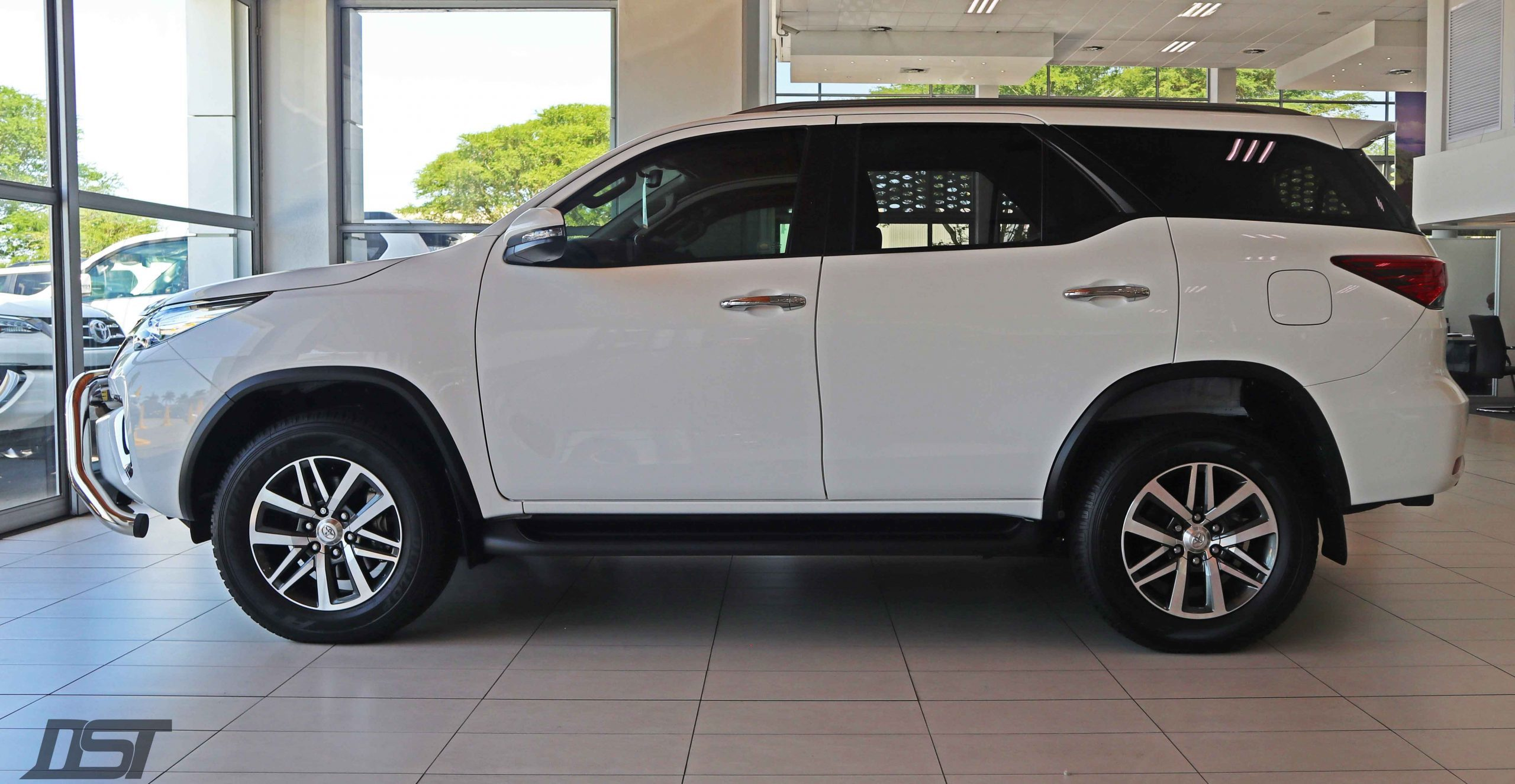 Toyota Fortuner 2.8 GD6 Fierce Edition side view
