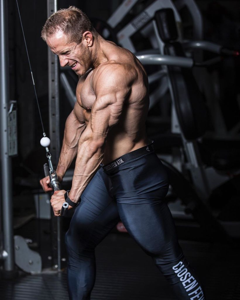 Paul Latham is a british bodybuilding who likes to train in the afternoon.