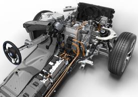 Die Batterien befinden sich mittig angeordnet im Boden des Fahrzeugs.