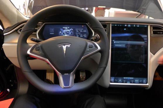 So sieht es aus, wenn man in einem Tesla Model S sitzt. :-)