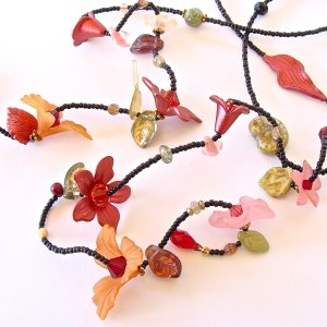 Red_Flower_Necklace