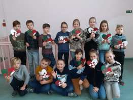 alunos da Letónia recebem postais