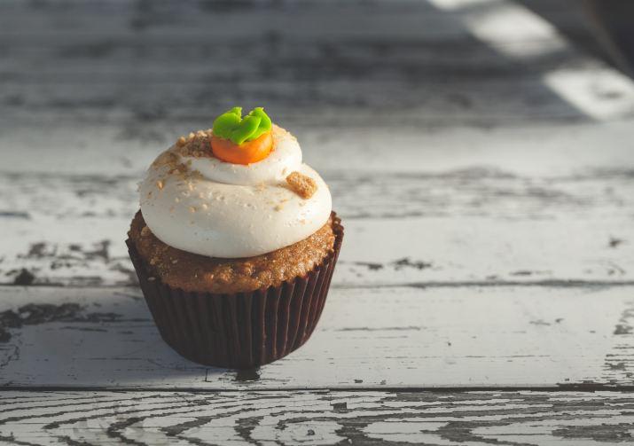 vegan carrot cake cupcake