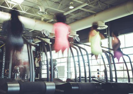 people blurry on treadmills