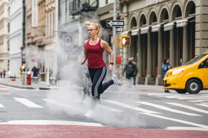 Sabrina Wieser running through NYC