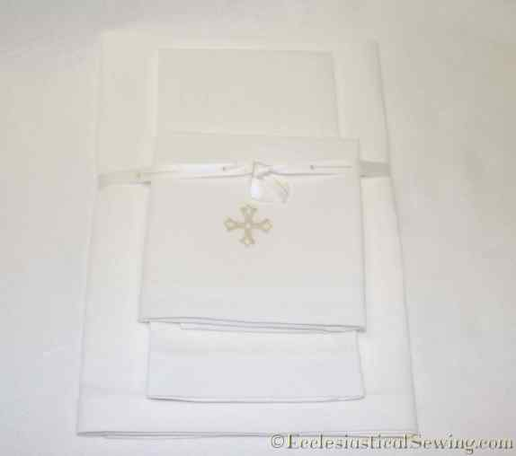 hand-embroidered-linen-altar-set