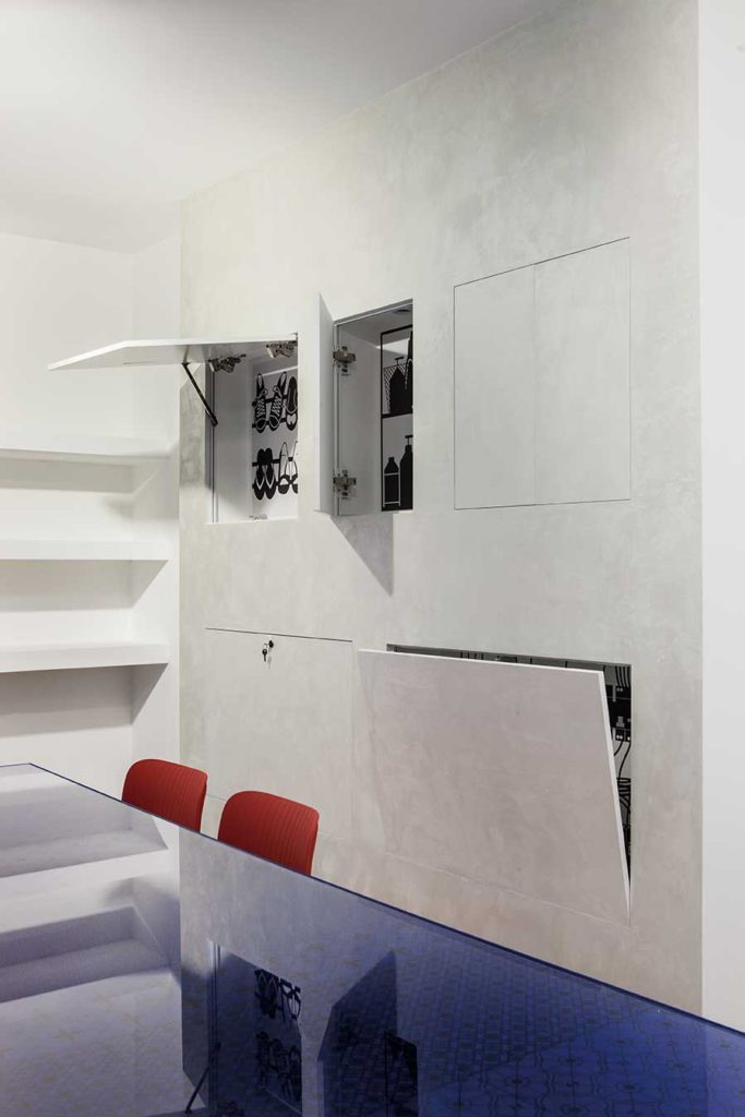 Without nostalgia il restyle dello showroom eclisse for Eclisse syntesis