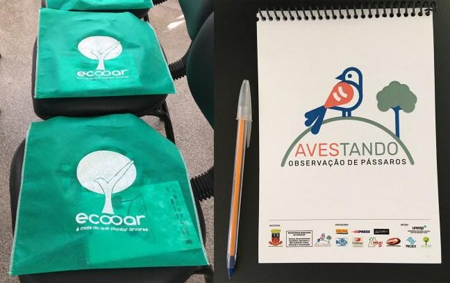 Foto mostra sacolas e bloco de notas que foram doados durante o evento Avestando