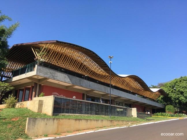 Foto mostra o Centro Max Feffer de Cultura e Sustentabilidade durante o dia