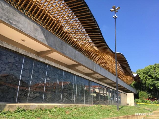 Foto mostra sistema de ar aquecido Trombe do Centro Max Feffer de Cultura e Sustentabilidade