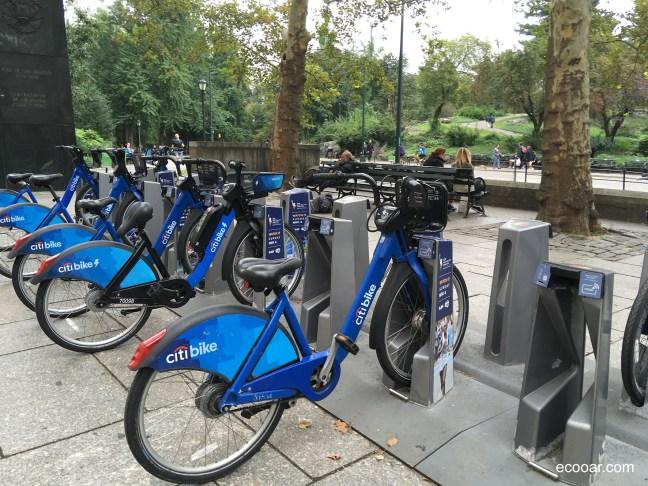 Foto mostra bikes para alugar no Central Park, em Nova York