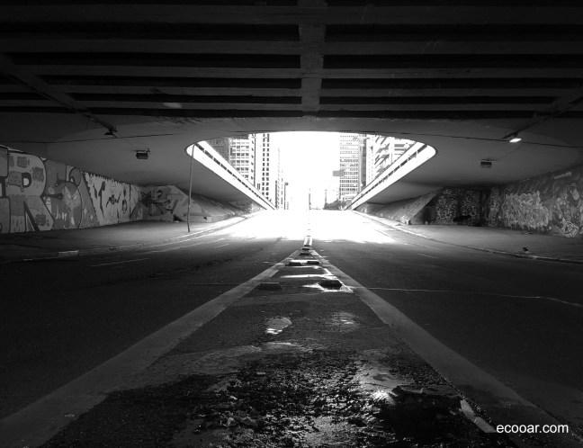 Foto mostra interior do Túnel José Roberto Fanganiello Melhem, na cidade de São Paulo