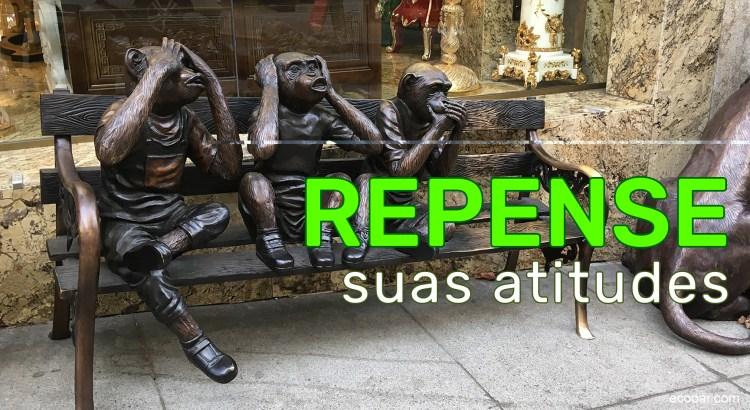 Foto mostra três macacos de bronze sentados em um banco em São Francisco, EUA