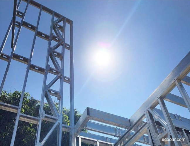Foto mostra construção de Light Steel Frame levando e conta a arquitetura sustentável