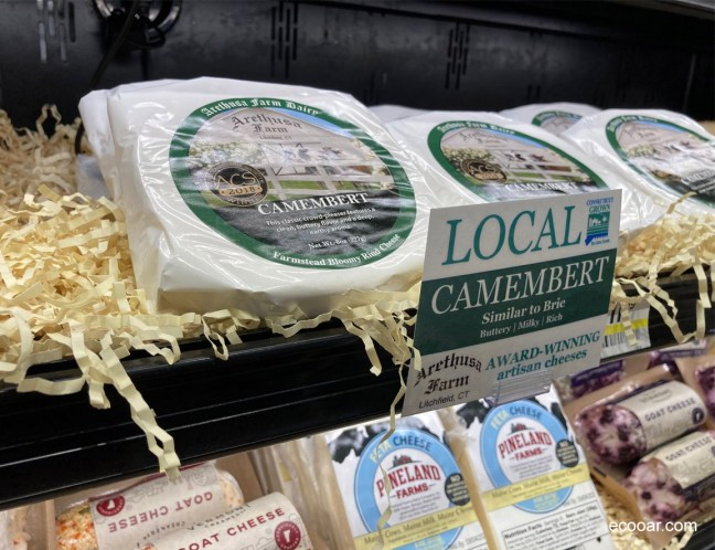 Foto mostra produtos locais, como o Camembert, favorecendo o Locavorismo