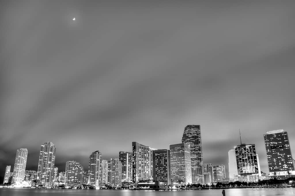 Shot of the Day-City Lights Under the Moon - image  on https://blog.edinchavez.com