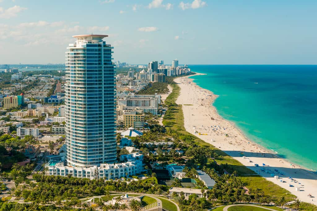 Miami Beach from the air - image  on https://blog.edinchavez.com