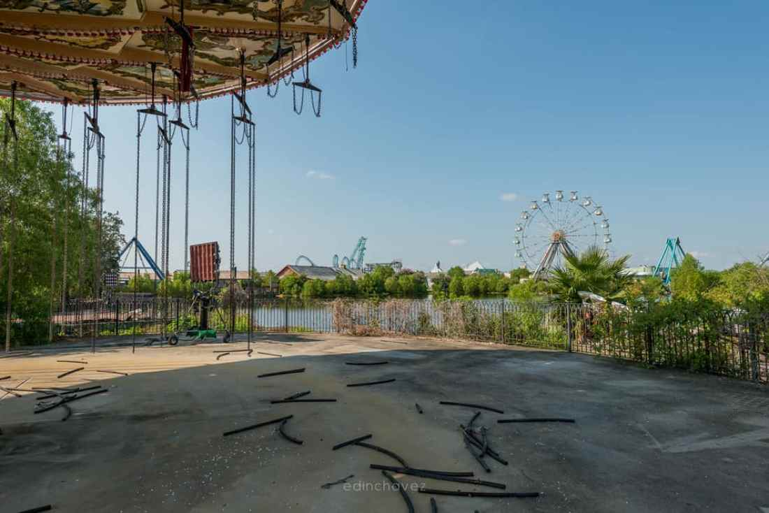 Abandoned Six Flags New Orleans-61