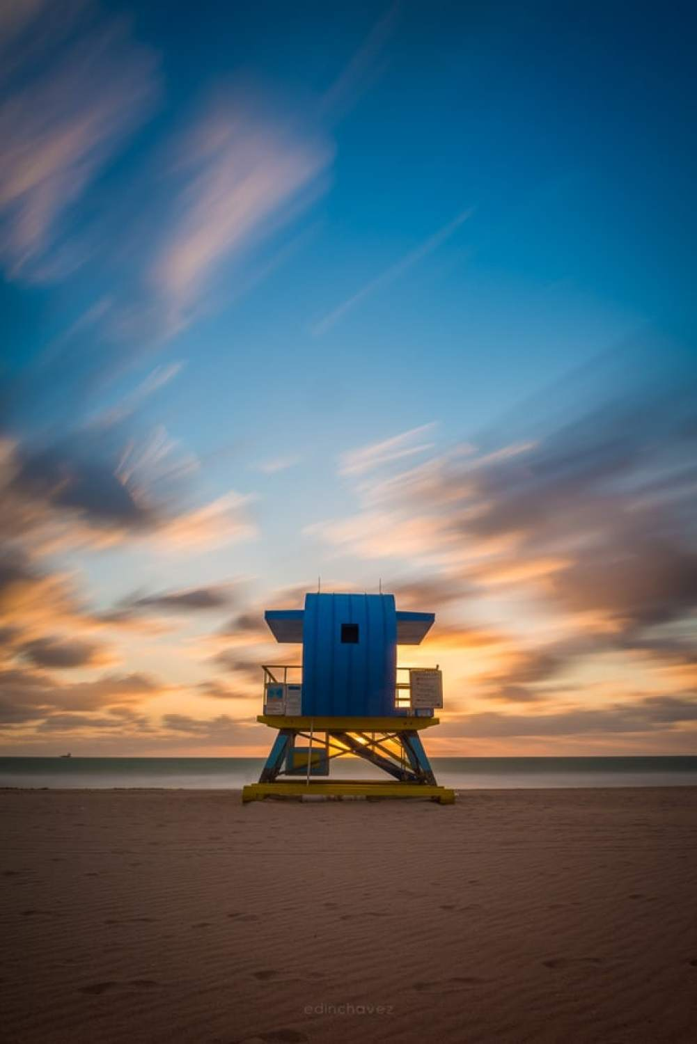 Windy morning in Miami - image  on https://blog.edinchavez.com