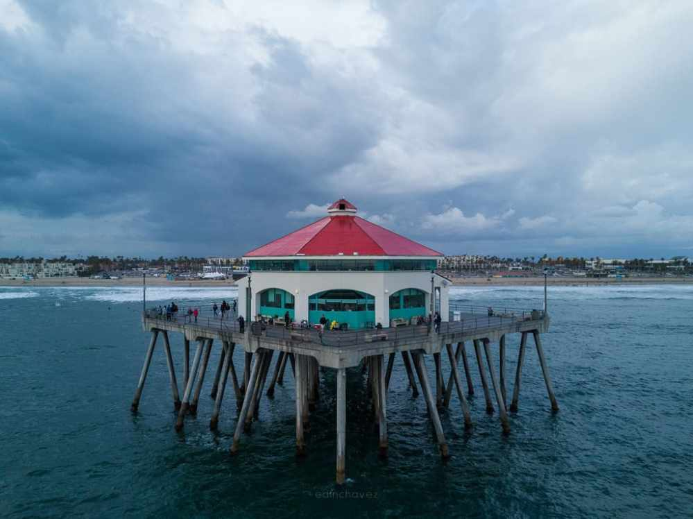 Pictures of Huntington Beach Pier - image  on http://blog.edinchavez.com