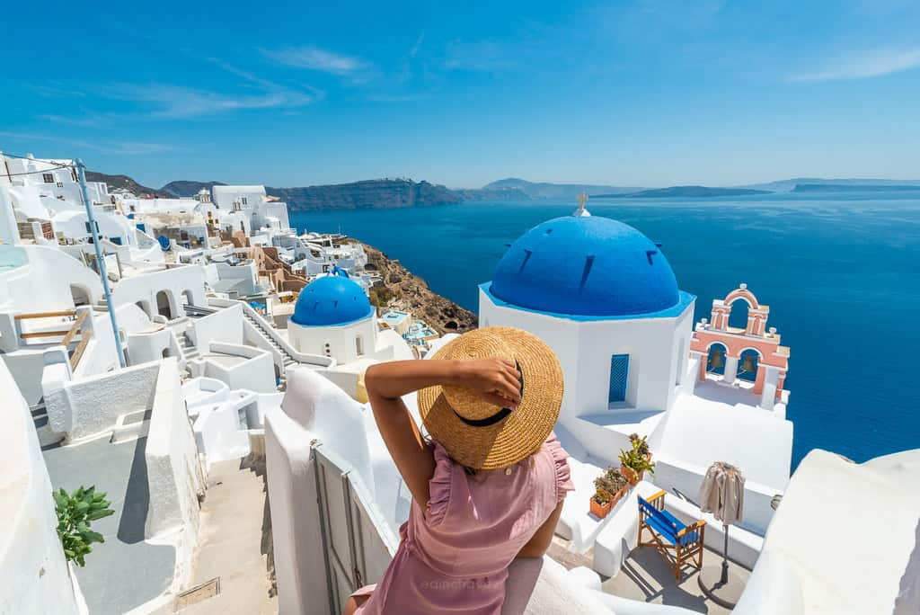 Best Places to Photograph In La Oia Santorini - image  on https://blog.edinchavez.com