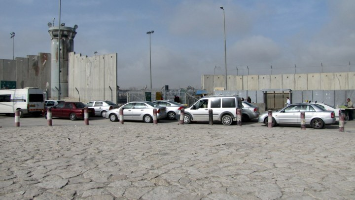 The Qalandiya checkpoint, separating Jerusalem from the West Bank, has three security-screening stations for cars and four for pedestrians. Photograph by 'Amer 'Aruri and B'Tselem, courtesy Wikimedia. CC-BY-4.0