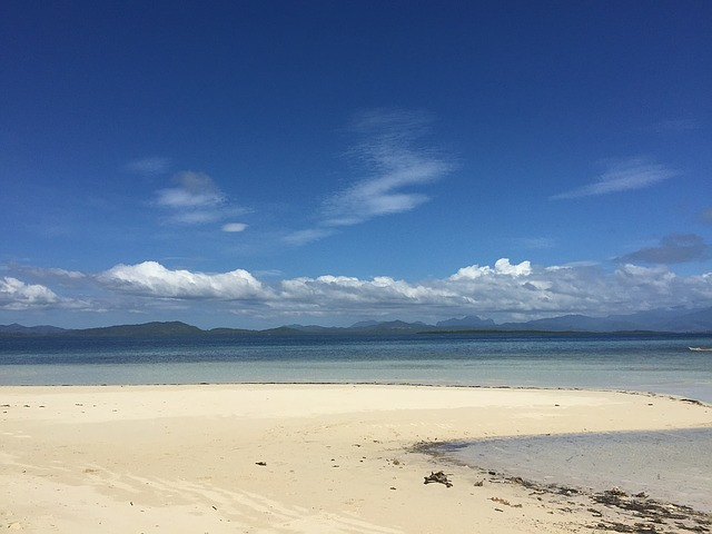 sandy-beach-1227350_640