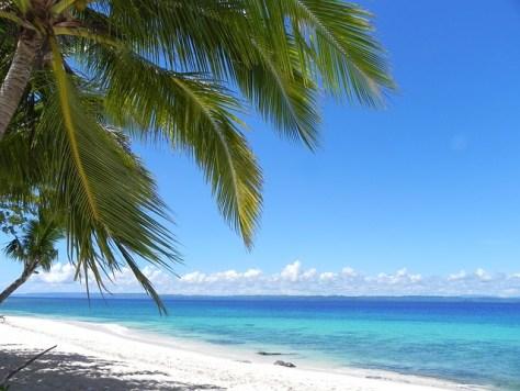 white-sandy-beach-928100_640