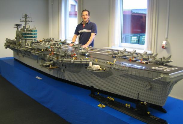 El portaaviones y su constructor