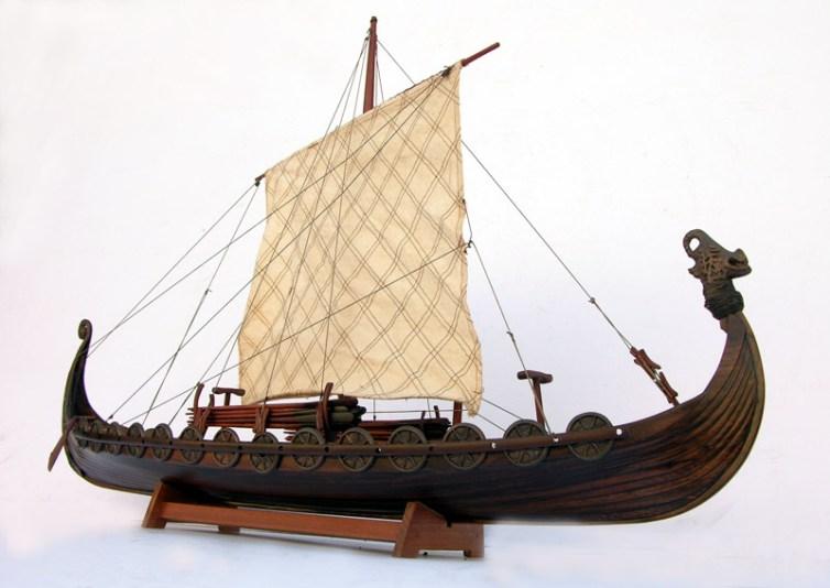 Maqueta de barco vikingo