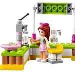 Lego-41027–Mia-Lemonade-Stand-3