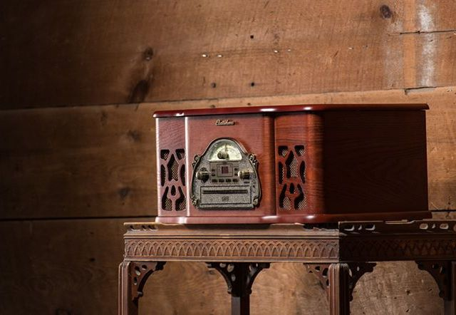 Enjoy the warmth of wood vinyl recordplayer musicsystem vinyladdict nowspinninghellip