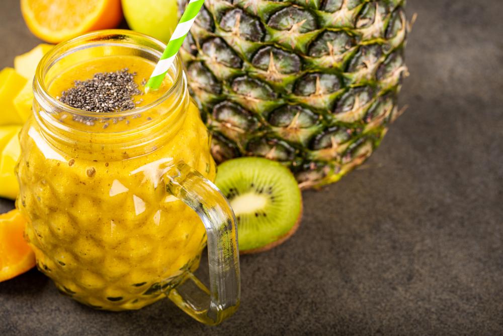 smoothie de ananas, mango si kiwi