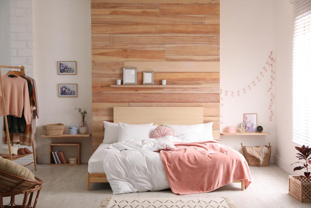 dormitor in tonuri de roz