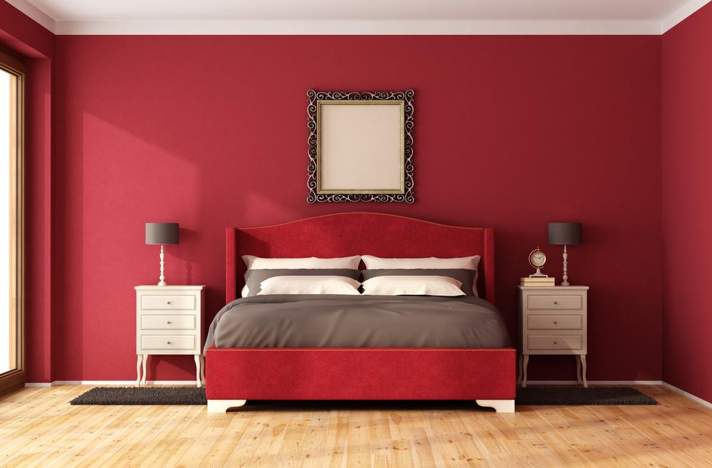 dormitor in tonuri de rosu