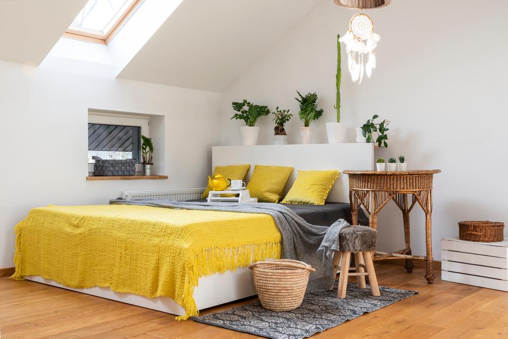 dormitor in tonuri de galben