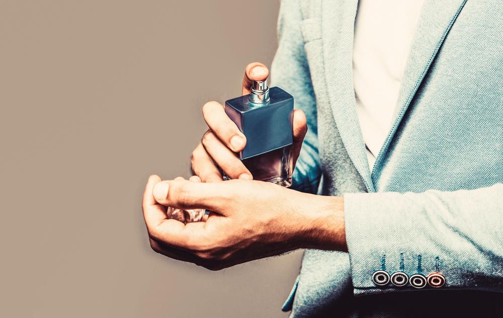 cum mentii mirosul parfumurilor peste zi