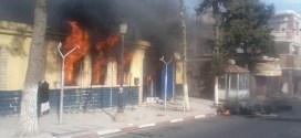 احتجاجات وحرق لمقر البريد في سيدي امبارك الجزائر