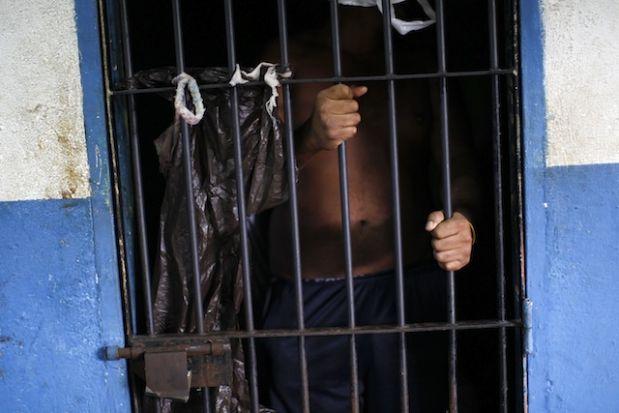6. Cárcel de Maracaibo, Venezuela: Abrió sus puertas en 1985 siendo capaz de alojar 900 internos, pero al día de hoy se estima que hay más de 2500 tras sus rejas. En 1994, un levantamiento de uno de los grupos de esta cárcel causó más de 100 muertes.