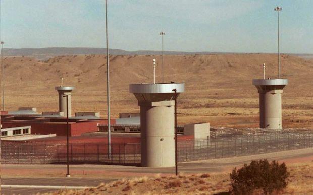 9. Centro de máxima seguridad Florence, Estados Unidos: Los prisioneros no solamente están 23 horas al día solos en sus celdas, sino que los