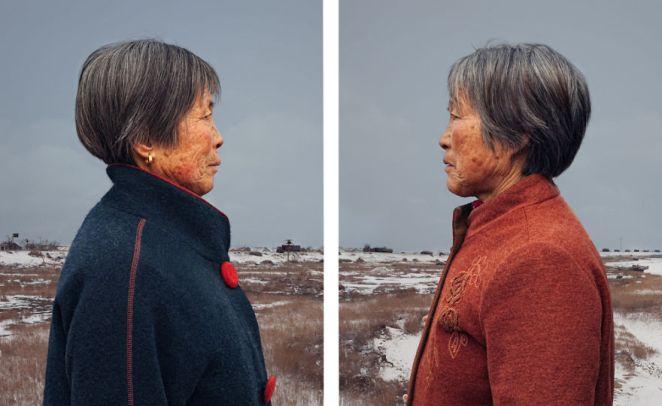 4. Las fotos fueron tomadas con los gemelos mirándose cara a cara, lo cual es como mirarse a un espejo, o no...